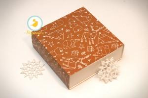Универсальна коробка Новогодняя коричневая 160х160х55 мм для печенья, зефира, конфет, макаронсов и прочего, тип пенал с ложементом