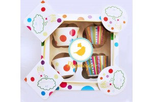 Подарочная коробка на 4 кекса  размер 16,6х16,6х8 см; горошек