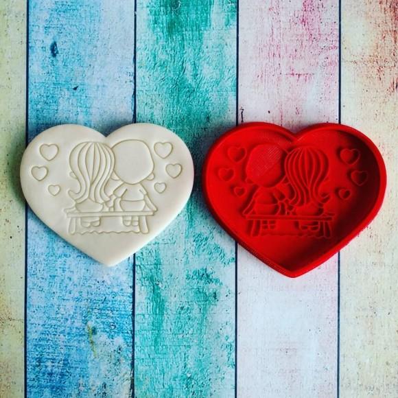 Вырубка для пряника со штампом Love is №2.Купить в Киеве,Харькове и Украине по лучшей цене в интернет магазине Тортодел